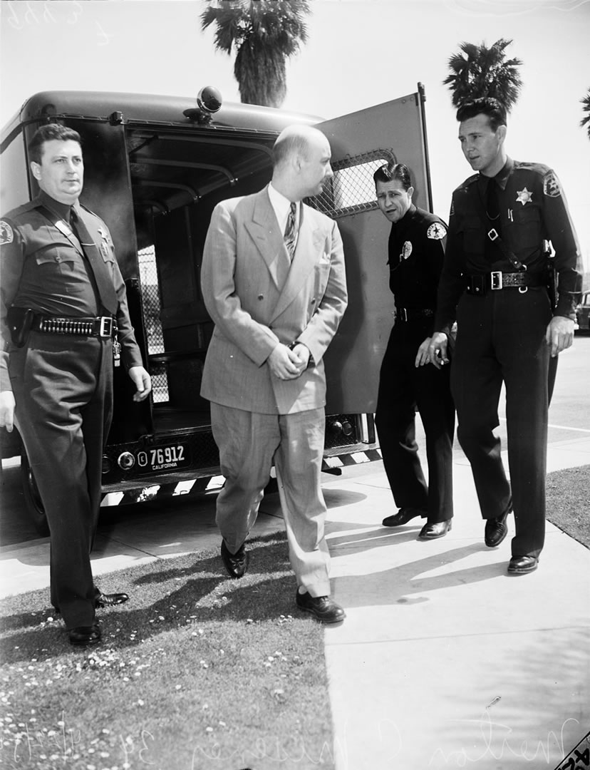 Murder suspect taken to court 1953
